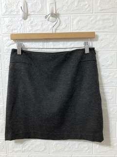 🚚 giordano/ladies 每年都會出的合身短裙