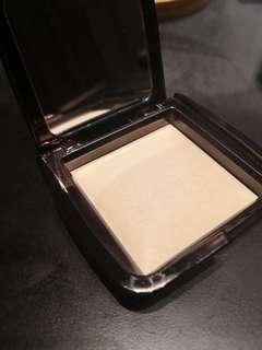 Hourglass Ambient Lighting Powder shade in diffused light