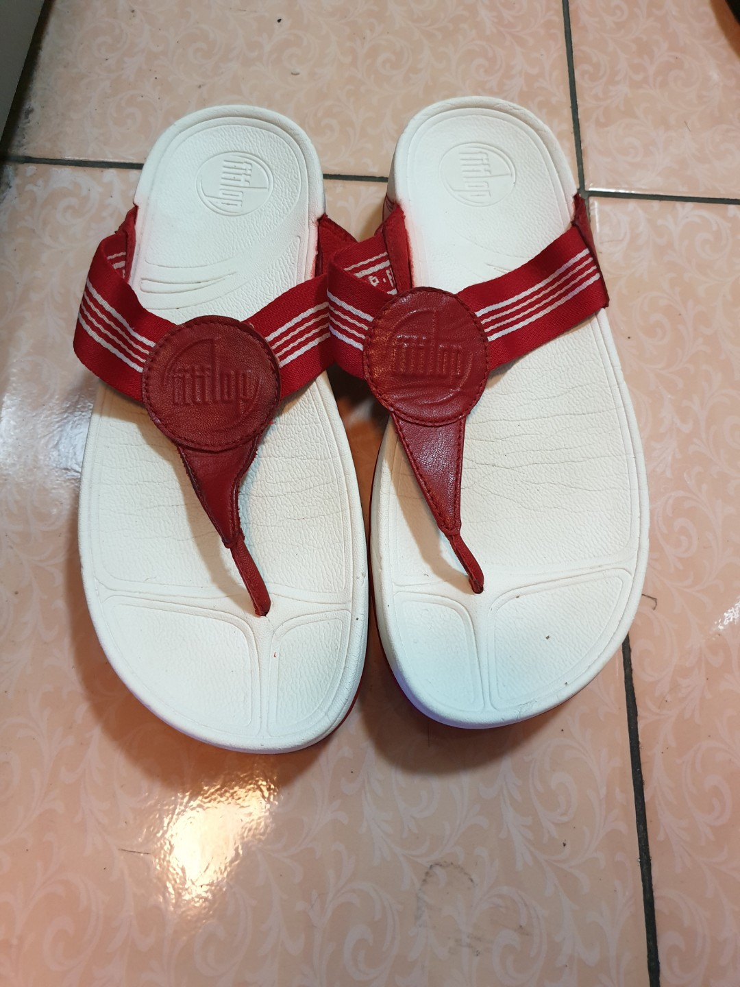 3c96090c92c Authentic Fitflops red white