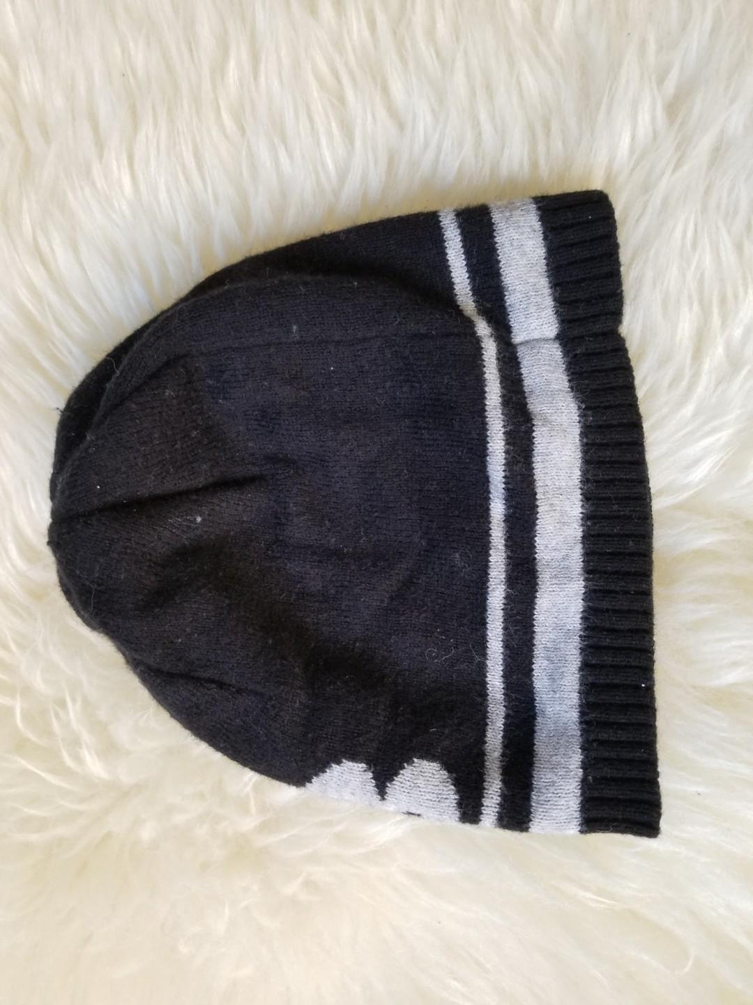 Benetton wool cashmere beanie. Size 0-6mths. New condition. PU gerrard and main for $9 or Yorkville for $10.