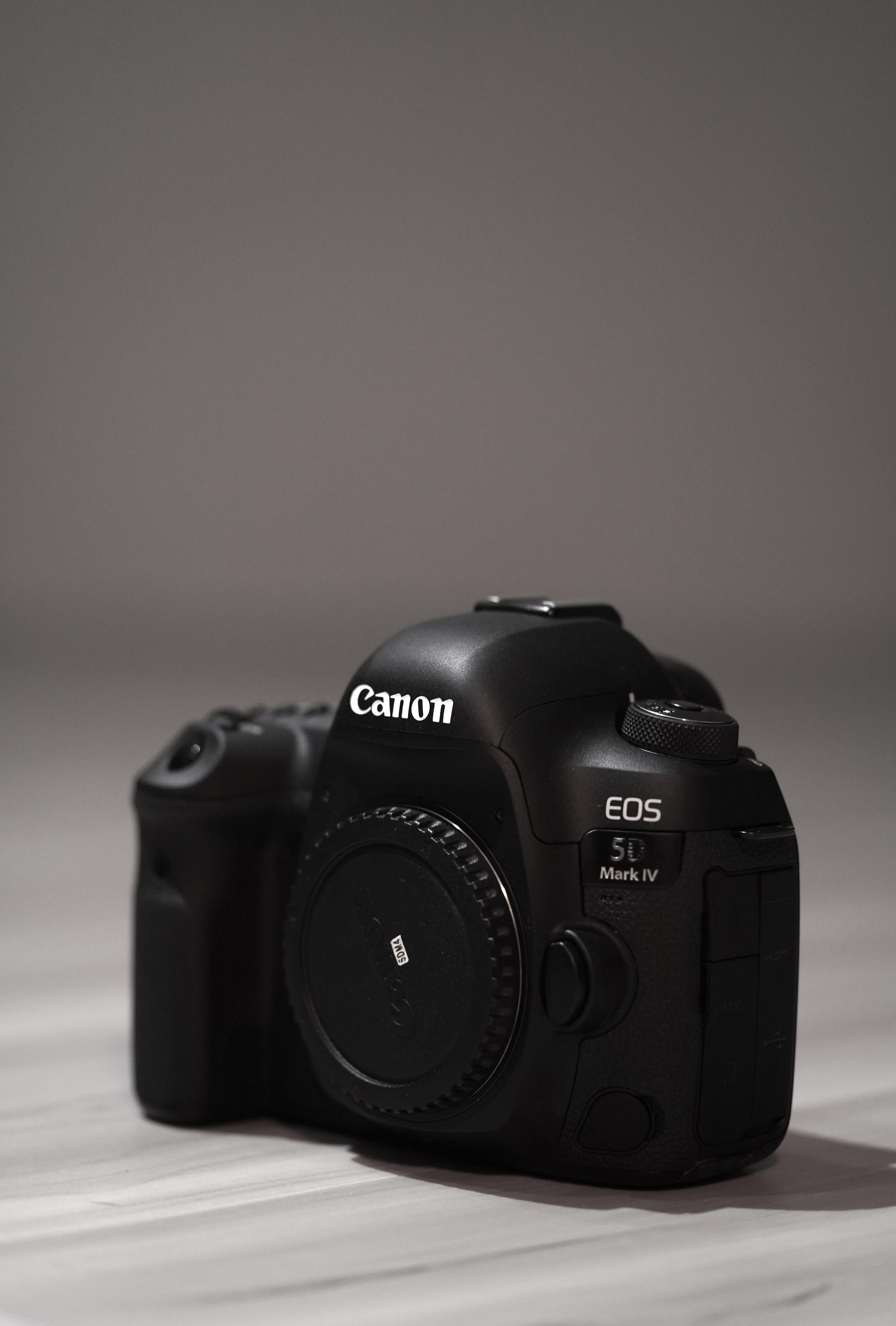 Canon 5D Mark IV (SHUTTER COUNT ALMOST 0)
