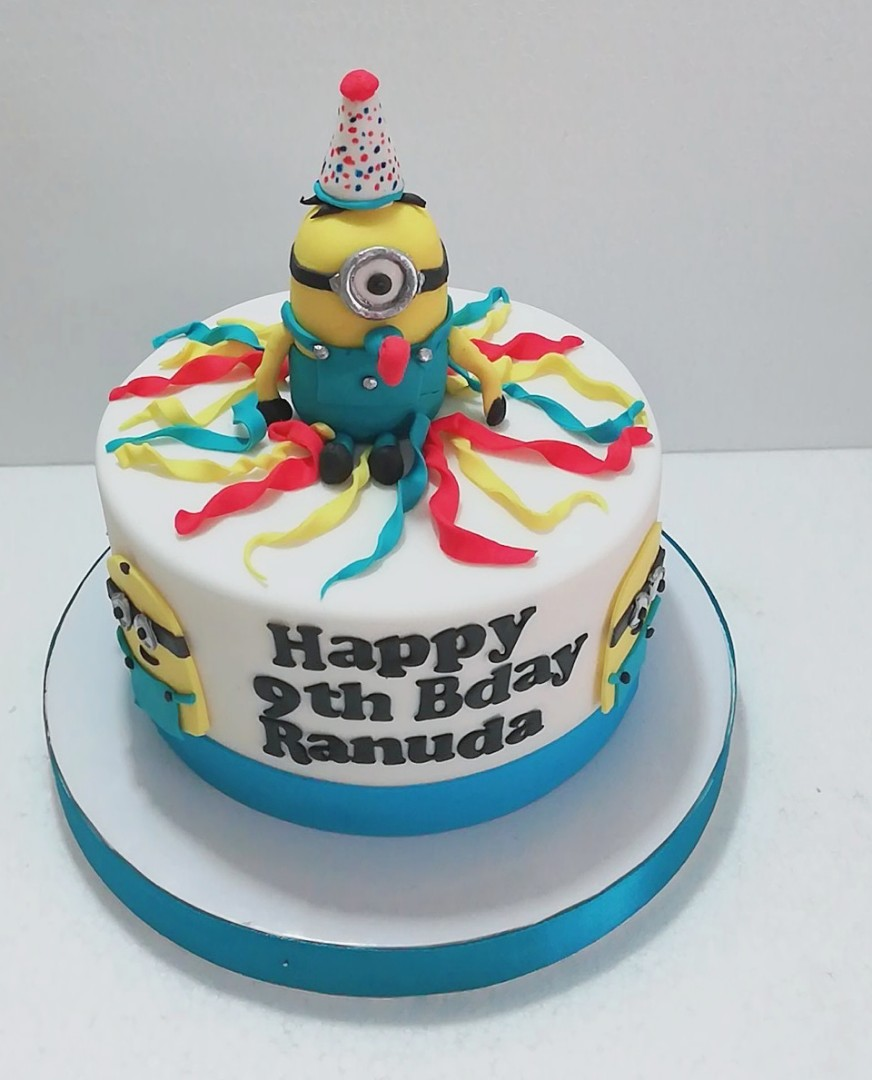 Minions Theme Birthday Cake 13kg Food Drinks Baked Goods On