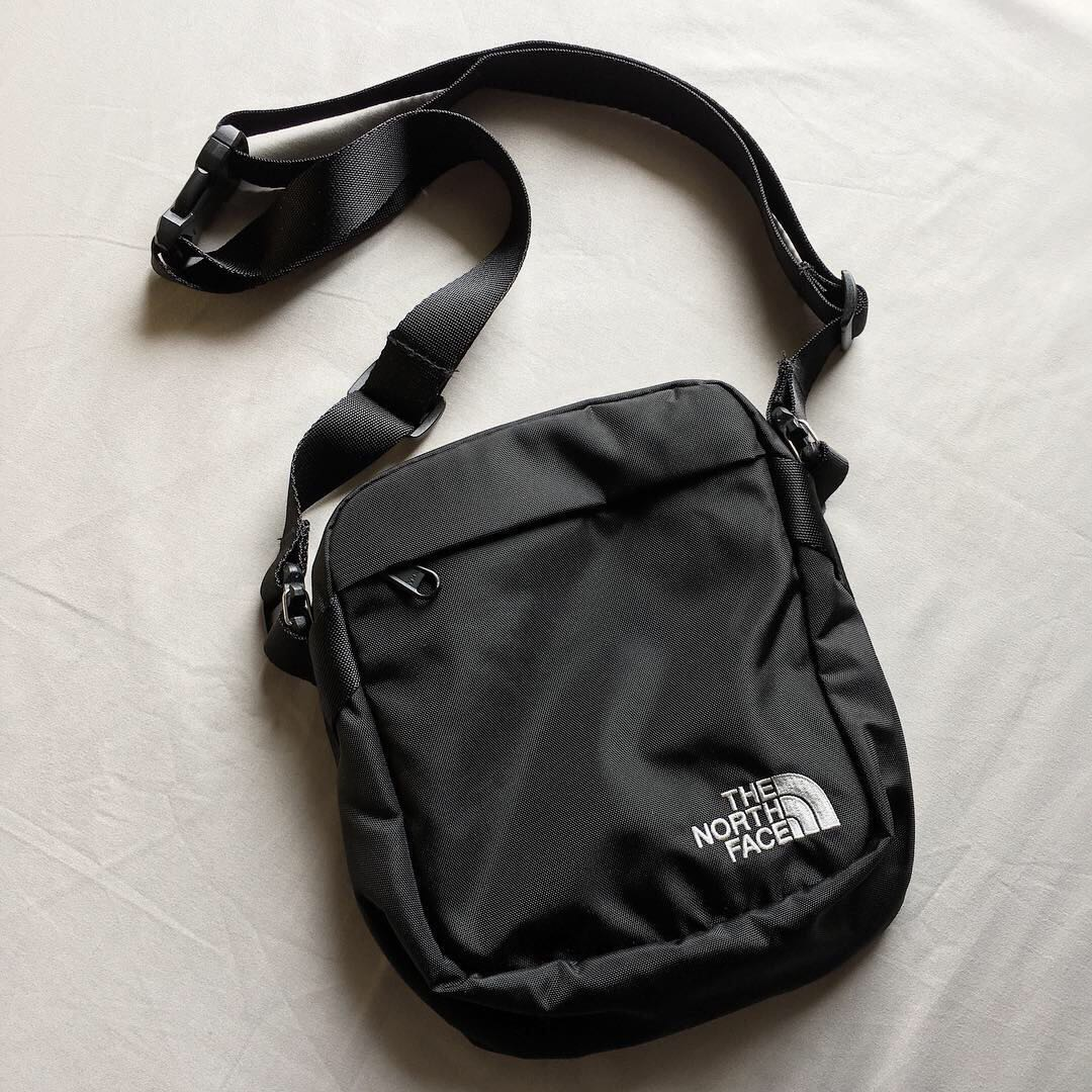 1631353e624 The North Face mini sling bag, Men's Fashion, Men's Bags & Wallets, Sling  Bags on Carousell
