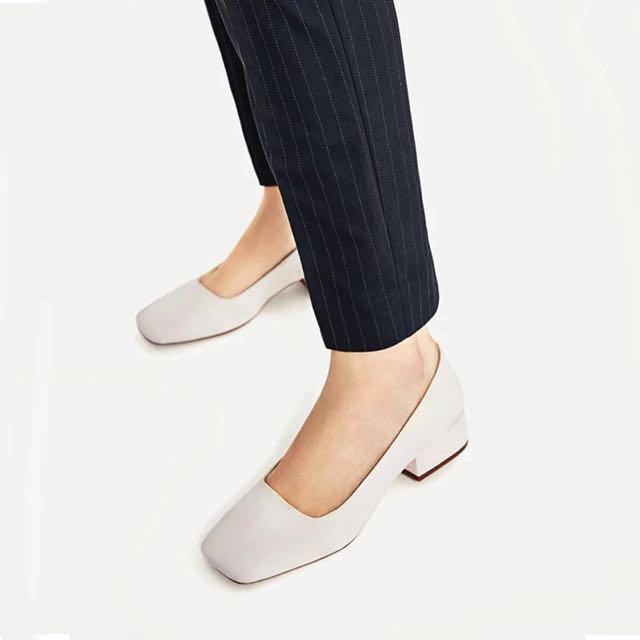 Zara 羊皮裸色粗跟鞋