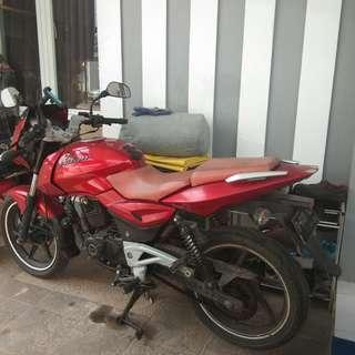 Motor Pulsar Bajaj 180cc