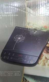 Induction electric cooker with pot