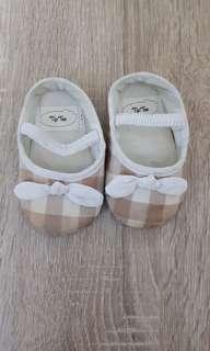 Tip toe infant shoes (3-6M)