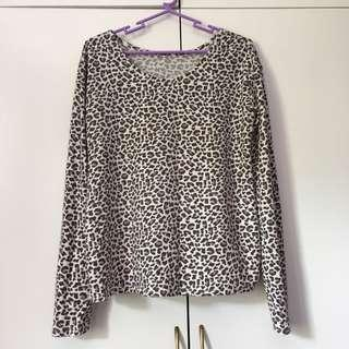 Animal Print Sweater Roundneck