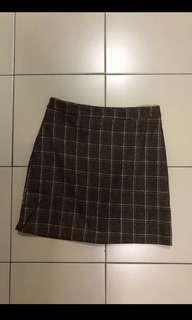 🚚 Brown grid skirt