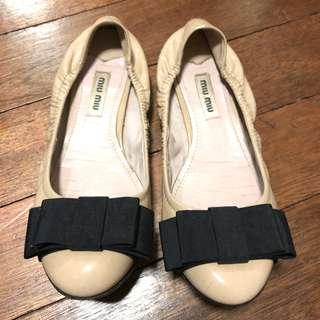 Miu Miu Scrunch Black Bow Patent Leather Beige Ballet Flats
