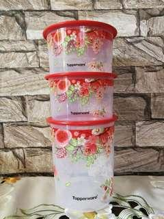 Tupperware bekas makanan Red version