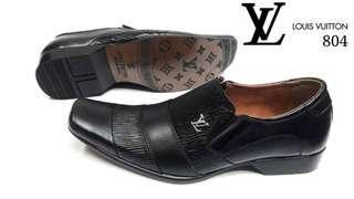 Sepatu pantopel LV