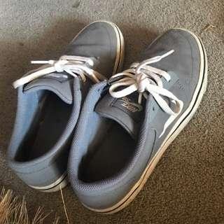 grey nike sb shoes size 6