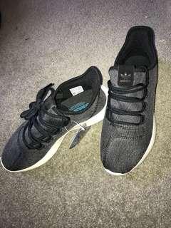 BNWT adidas tubular size 6