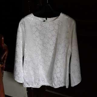baju putih bercak