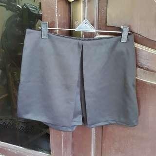 celana pendek hitam