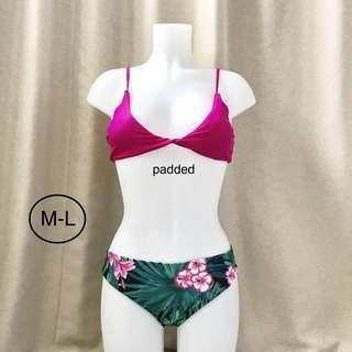 Palm leaves pink bikini
