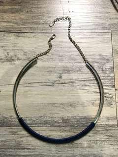 kalung biru