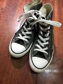 Converse 黑色高筒帆布鞋