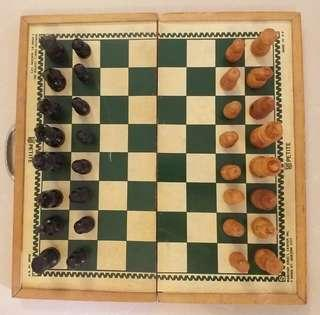 BOARD GAME - Chess set