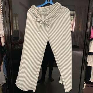 🚚 striped grey pants