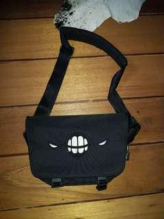 SAKUN sling bag