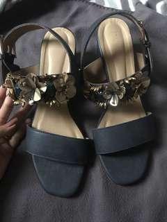 Pvra mid heels navy
