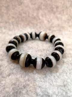 🚚 RARE Authentic Tibetian Medicine Dzi bracelet