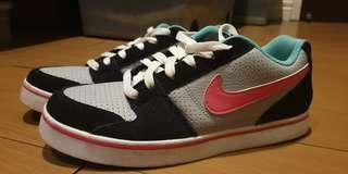 Authentic NIKE Women's shoes Size 7