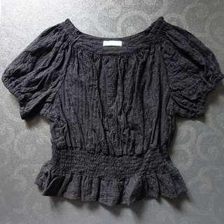 日本品牌 Earth Music & Ecology Premium 黑色縷空花紋 泡泡袖上衣