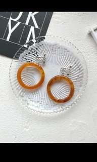 🚚 琥珀色圓圈夾式耳環