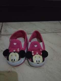 Sepatu prewalker disney