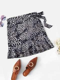 Leopard knot side ruffle hem skirt