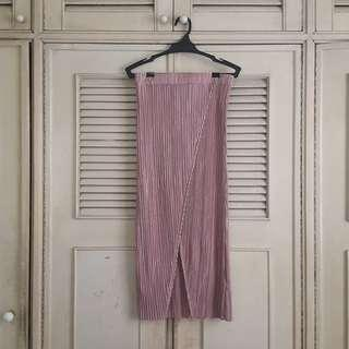 Brand new! Topshop pink pleated mid-length skirt with middle slit
