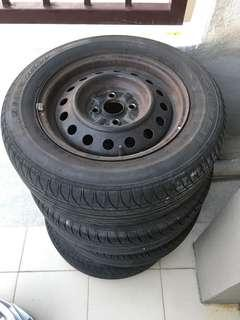 4 Tyre with rims 185,65,14