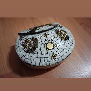 🚚 Mosaic stones clutch