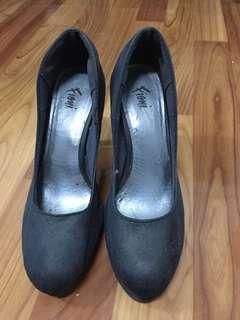 Fioni dark blue heels