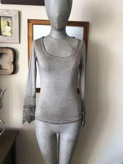 Italian top with lace: size XS/S
