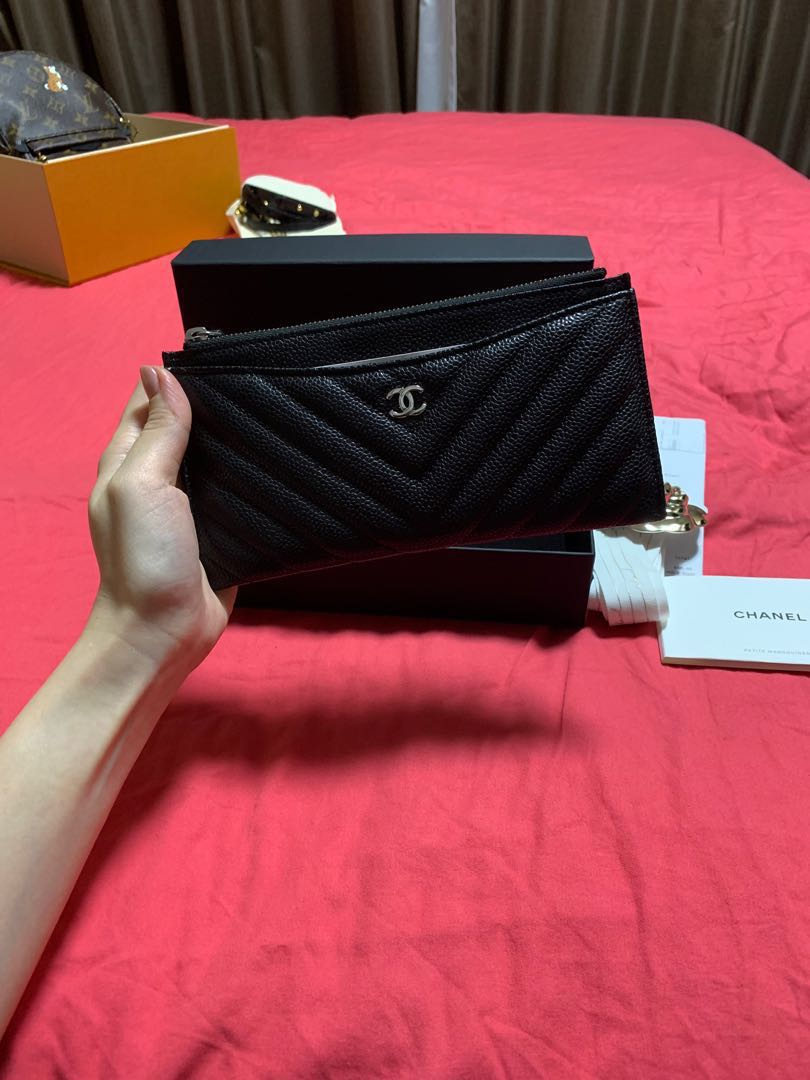 41230a99b8be Chanel flat wallet, Luxury, Bags & Wallets, Others on Carousell