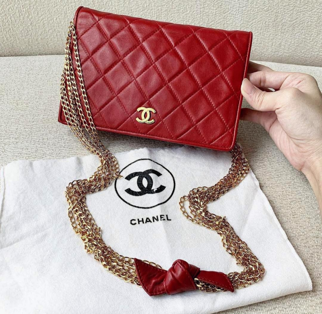 442465bf60e3 Lovely Authentic Chanel Lambskin Shoulder Slingbag/Flap, Luxury ...