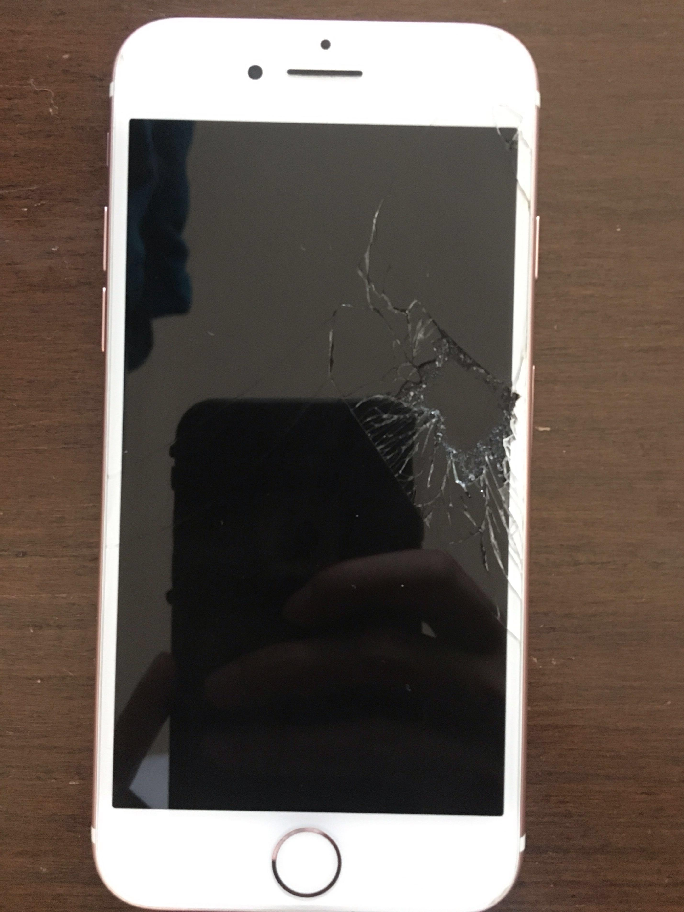 Rose gold iPhone 7 - Cracked Screen