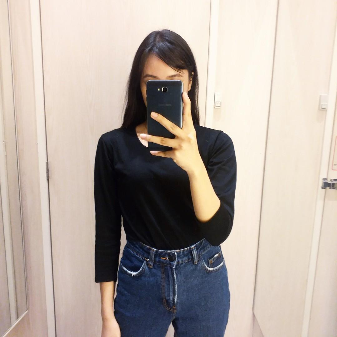 c295c658 ⚡ STEAL⚡BERSHKA Mom Jeans Relaxed Fit in Dark Blue on Carousell