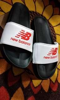 NEW BALANCE SLIPPER