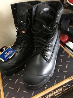 Brand New Men's work boots, never used still in box..was going to return but can't find my receipt..size 10.5 oil resistant