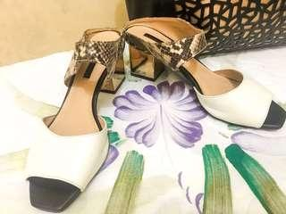 Heels charles and keith 36 warna putih motif kulit ular