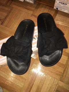 Black Bow-Tie slides size 6 Women's