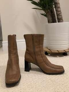 Square Toe Booties EUR 39 / US 8