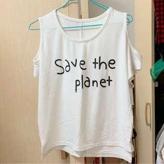 🚚 英文字母露肩白色T恤(全新沒穿過)