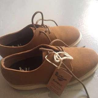 Dr Martens Torrianno Shoes (EU Size 38) Unisex Dr Martens 3-eyelet shoes, suede material. No box.