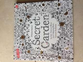 Colouring Book SECRET GARDEN by Johanna Basford.  (Art therapy)